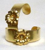 3/4'' Brass Cuff with Flower and 30ss