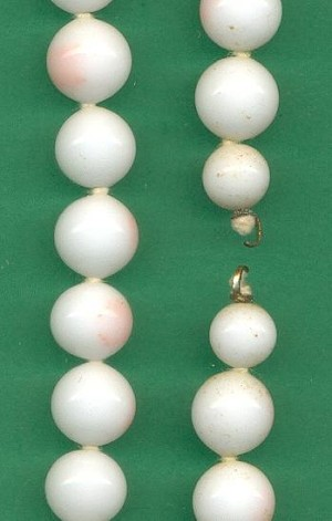 14 1/2'' Strand White/Coral Beads
