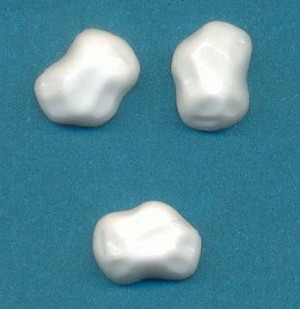 8x6mm White Baroque Flat Back Stone