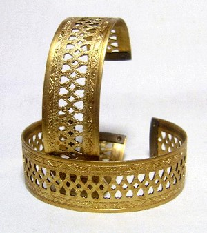 3/4'' Heart Filigree Cuff Bracelet